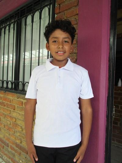 Ayude a Cristopher Alejandro apadrinándole hoy. El apadrinamiento es una experiencia hermosa y gratificante.
