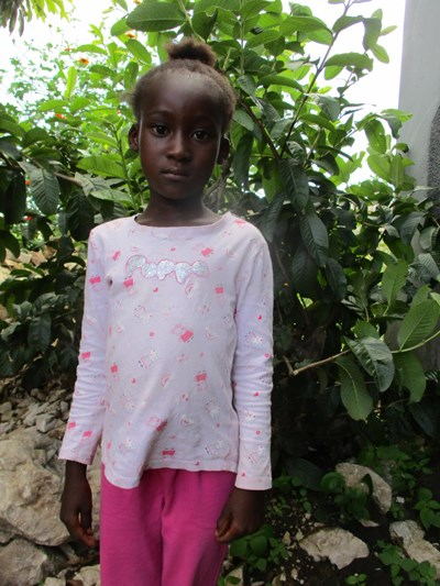 Help Niza by becoming a child sponsor. Sponsoring a child is a rewarding and heartwarming experience.