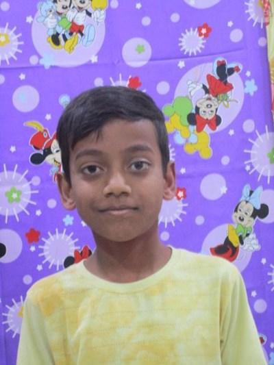 Ayude a Aaryan apadrinándole hoy. El apadrinamiento es una experiencia hermosa y gratificante.