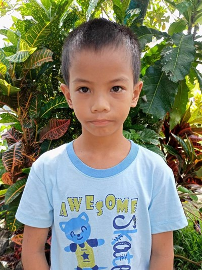 Help Venzon by becoming a child sponsor. Sponsoring a child is a rewarding and heartwarming experience.