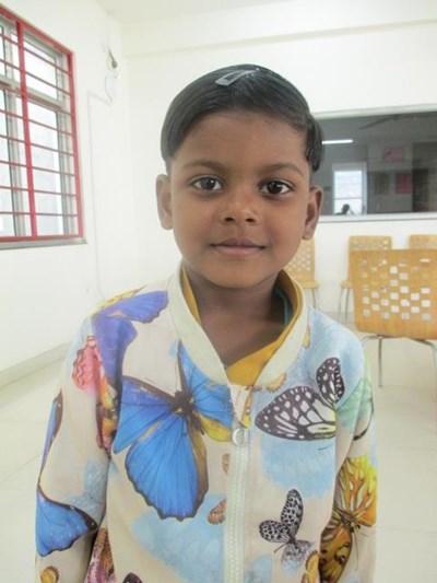 Ayude a Priyansi apadrinándole hoy. El apadrinamiento es una experiencia hermosa y gratificante.