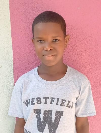 Ayude a Junior Ezequiel apadrinándole hoy. El apadrinamiento es una experiencia hermosa y gratificante.