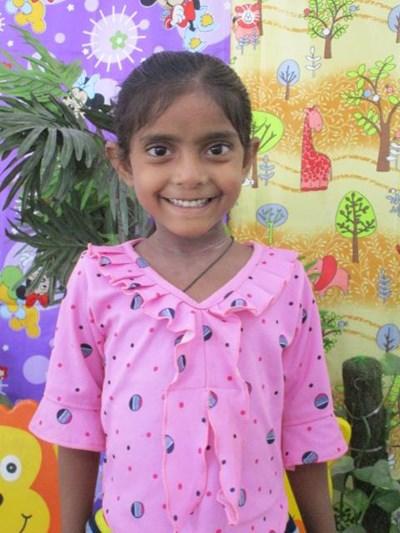 Ayude a Tanuja apadrinándole hoy. El apadrinamiento es una experiencia hermosa y gratificante.
