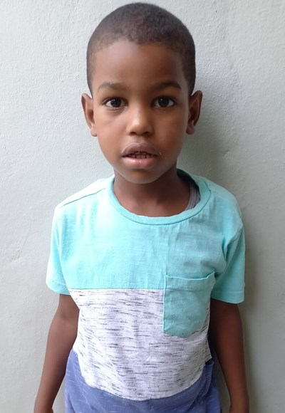 Help Anderson Isaias by becoming a child sponsor. Sponsoring a child is a rewarding and heartwarming experience.