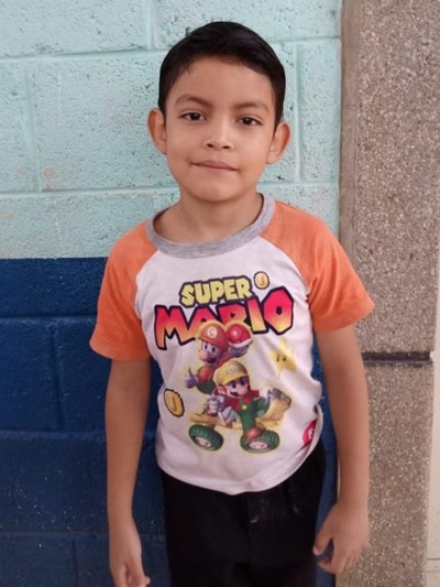 Help Angel Roberto by becoming a child sponsor. Sponsoring a child is a rewarding and heartwarming experience.