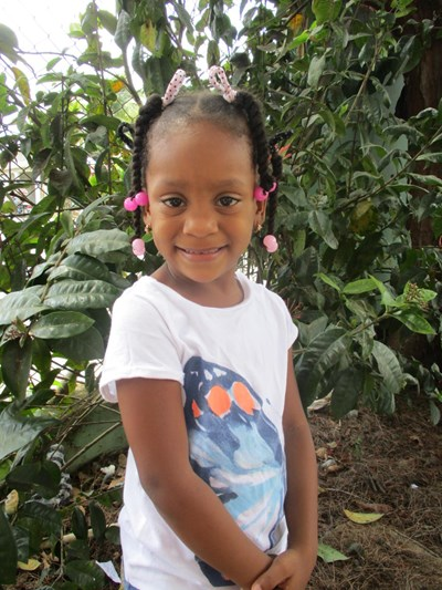 Help Dauribel by becoming a child sponsor. Sponsoring a child is a rewarding and heartwarming experience.
