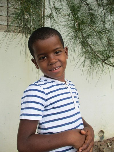 Help Aleudi by becoming a child sponsor. Sponsoring a child is a rewarding and heartwarming experience.