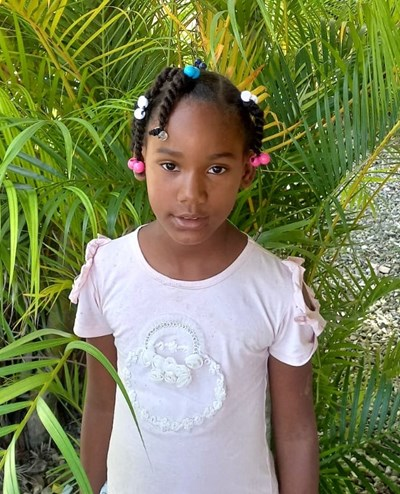 Help Kimberli by becoming a child sponsor. Sponsoring a child is a rewarding and heartwarming experience.