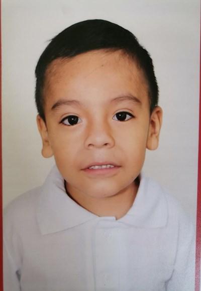 Ayude a Lennin Eduardo apadrinándole hoy. El apadrinamiento es una experiencia hermosa y gratificante.