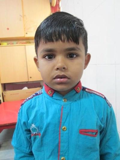 Ayude a Aashish apadrinándole hoy. El apadrinamiento es una experiencia hermosa y gratificante.