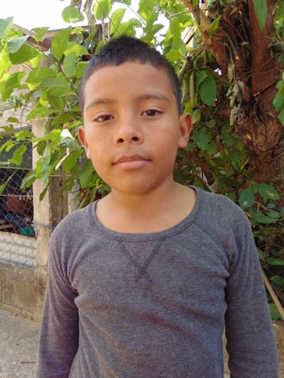 Ayude a Angel Josias apadrinándole hoy. El apadrinamiento es una experiencia hermosa y gratificante.