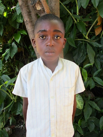Help Robert by becoming a child sponsor. Sponsoring a child is a rewarding and heartwarming experience.