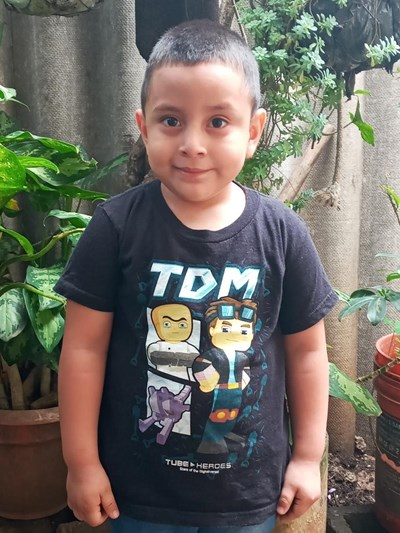 Help Derek Enrique by becoming a child sponsor. Sponsoring a child is a rewarding and heartwarming experience.