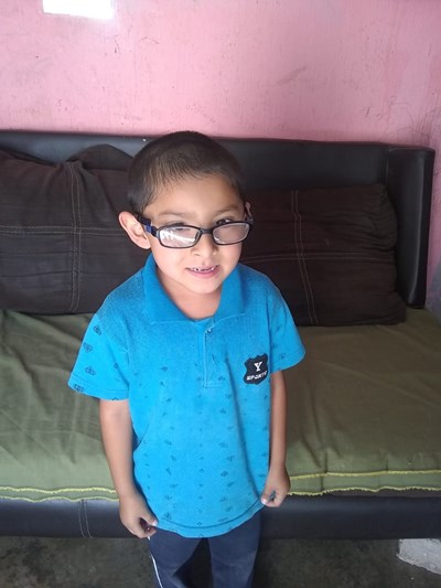 Help Orlando by becoming a child sponsor. Sponsoring a child is a rewarding and heartwarming experience.