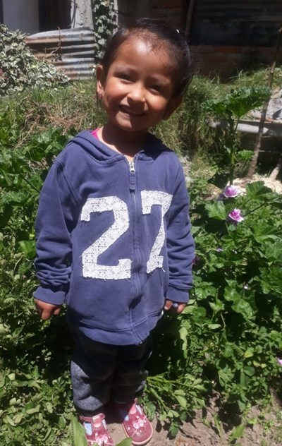 Help Itzel Thais by becoming a child sponsor. Sponsoring a child is a rewarding and heartwarming experience.