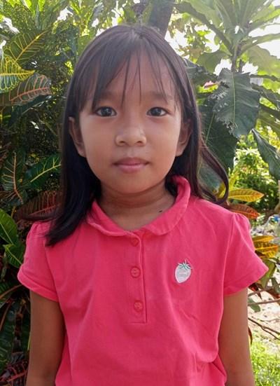 Ayude a Aira Lhen J. apadrinándole hoy. El apadrinamiento es una experiencia hermosa y gratificante.