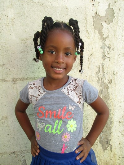 Help Francelys by becoming a child sponsor. Sponsoring a child is a rewarding and heartwarming experience.