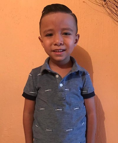 Help Ian Leonel by becoming a child sponsor. Sponsoring a child is a rewarding and heartwarming experience.