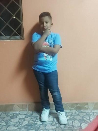 Ayude a Ney Alejandro apadrinándole hoy. El apadrinamiento es una experiencia hermosa y gratificante.