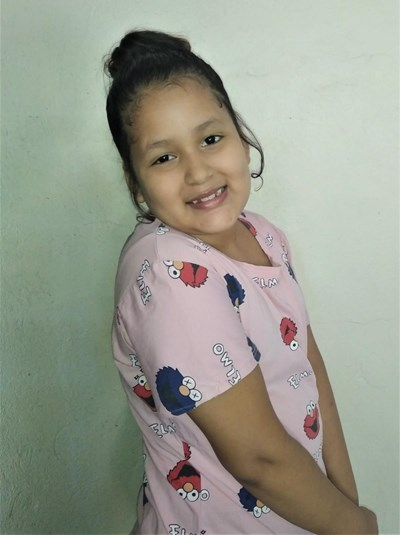 Help Laritsa Viviana by becoming a child sponsor. Sponsoring a child is a rewarding and heartwarming experience.