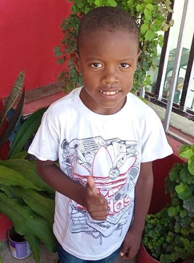 Help Dainer David by becoming a child sponsor. Sponsoring a child is a rewarding and heartwarming experience.