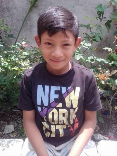 Help Jonathan Isaias by becoming a child sponsor. Sponsoring a child is a rewarding and heartwarming experience.
