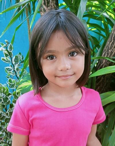 Ayude a Zhia Raine apadrinándole hoy. El apadrinamiento es una experiencia hermosa y gratificante.