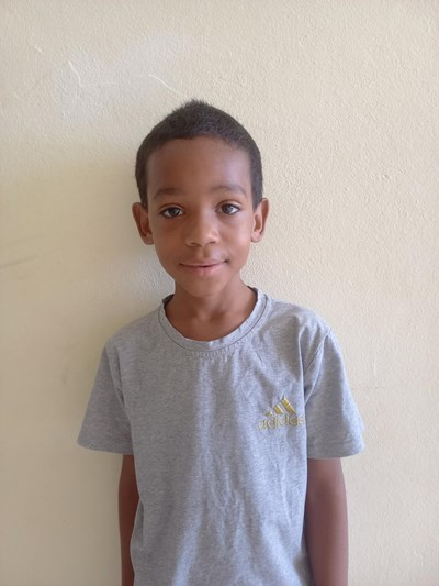 Help Jefferson by becoming a child sponsor. Sponsoring a child is a rewarding and heartwarming experience.