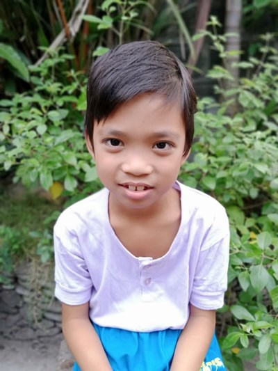 Help John Loriens B. by becoming a child sponsor. Sponsoring a child is a rewarding and heartwarming experience.
