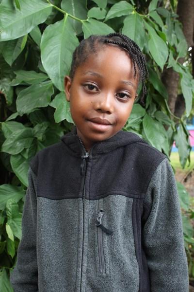 Ayude a Hellen Musa apadrinándole hoy. El apadrinamiento es una experiencia hermosa y gratificante.