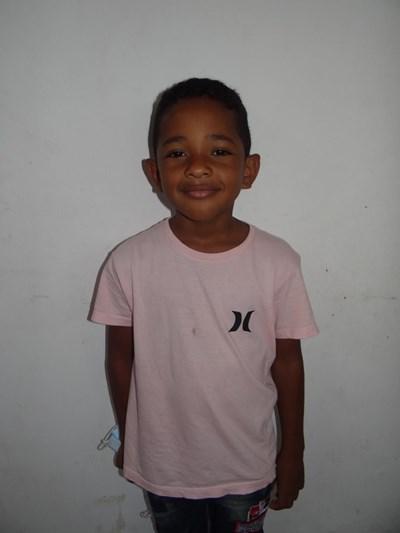 Ayude a Yeison Junior apadrinándole hoy. El apadrinamiento es una experiencia hermosa y gratificante.