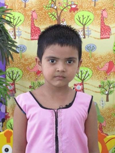 Ayude a Yamni apadrinándole hoy. El apadrinamiento es una experiencia hermosa y gratificante.
