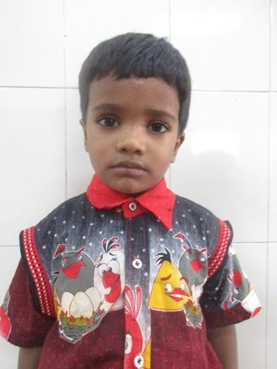 Ayude a Kajal apadrinándole hoy. El apadrinamiento es una experiencia hermosa y gratificante.