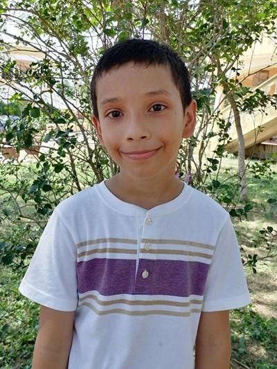 Ayude a Angel Guillermo apadrinándole hoy. El apadrinamiento es una experiencia hermosa y gratificante.