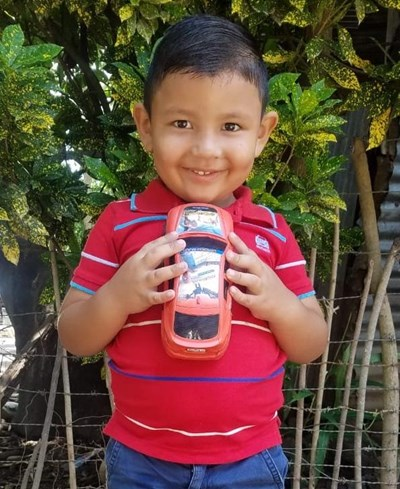 Help Roberto Isai by becoming a child sponsor. Sponsoring a child is a rewarding and heartwarming experience.