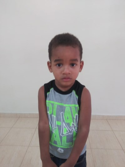 Help Yohendri Miguel by becoming a child sponsor. Sponsoring a child is a rewarding and heartwarming experience.