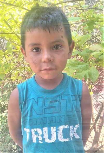 Help Alan Jovany by becoming a child sponsor. Sponsoring a child is a rewarding and heartwarming experience.
