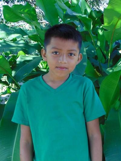 Ayude a Juan Angel Gabriel apadrinándole hoy. El apadrinamiento es una experiencia hermosa y gratificante.