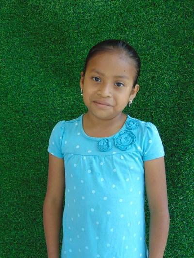 Ayude a Nasly Yorleni apadrinándole hoy. El apadrinamiento es una experiencia hermosa y gratificante.