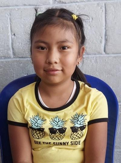 Ayude a Maria De Los Angeles apadrinándole hoy. El apadrinamiento es una experiencia hermosa y gratificante.