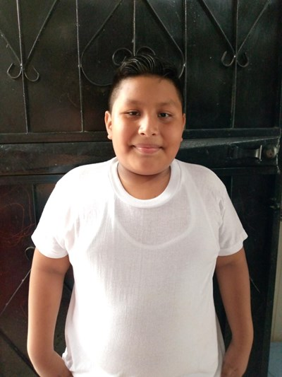 Ayude a Cesar Ricardo apadrinándole hoy. El apadrinamiento es una experiencia hermosa y gratificante.