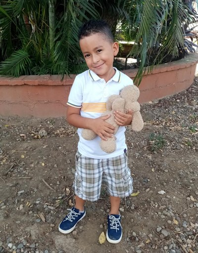 Help Steven Leonardo by becoming a child sponsor. Sponsoring a child is a rewarding and heartwarming experience.