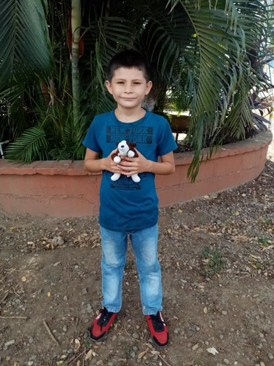 Help Edras Isai by becoming a child sponsor. Sponsoring a child is a rewarding and heartwarming experience.