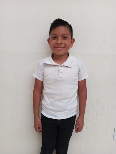 Ayude a Christian Alejandro apadrinándole hoy. El apadrinamiento es una experiencia hermosa y gratificante.