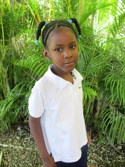 Help Carlenis Carolina by becoming a child sponsor. Sponsoring a child is a rewarding and heartwarming experience.