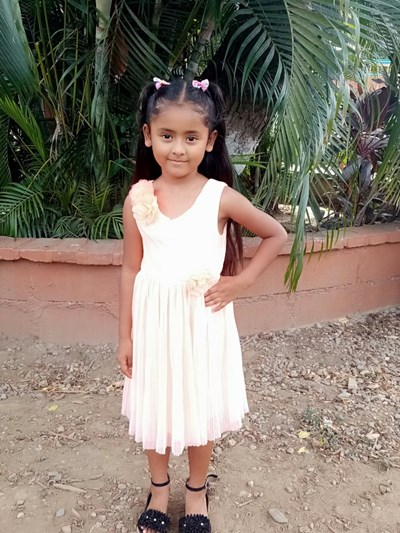 Help Maylin Elisa by becoming a child sponsor. Sponsoring a child is a rewarding and heartwarming experience.