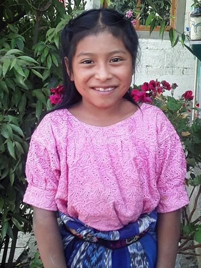 Ayude a Angela Esperanza apadrinándole hoy. El apadrinamiento es una experiencia hermosa y gratificante.
