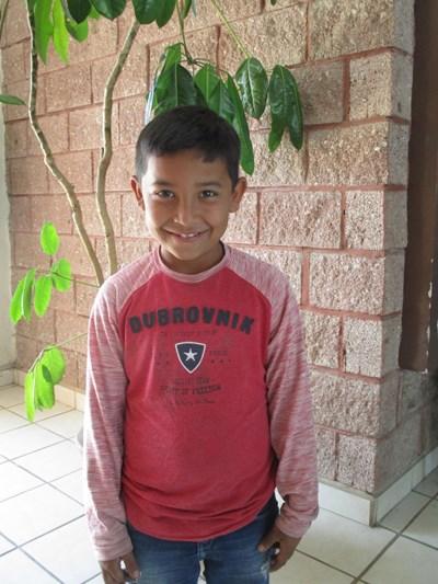 Ayude a Josué Uriel apadrinándole hoy. El apadrinamiento es una experiencia hermosa y gratificante.