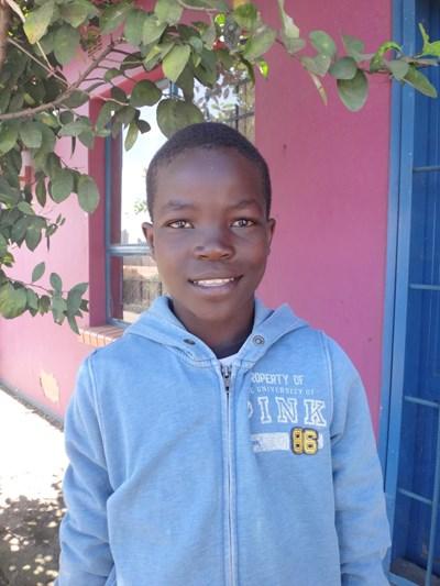 Ayude a Joshua apadrinándole hoy. El apadrinamiento es una experiencia hermosa y gratificante.