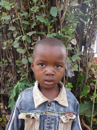 Help Lingstone by becoming a child sponsor. Sponsoring a child is a rewarding and heartwarming experience.